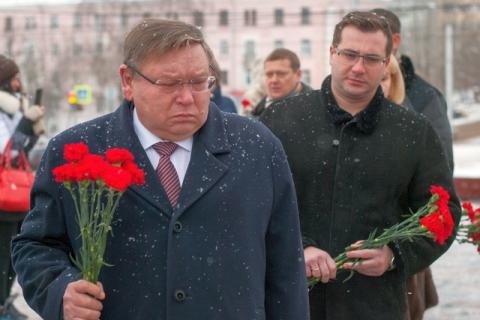 Мэр столицы возложил цветы кМогиле Неизвестного бойца