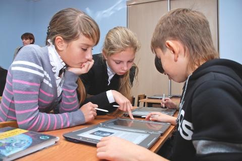 Готова ли школа отказаться от мела и тетрадок?