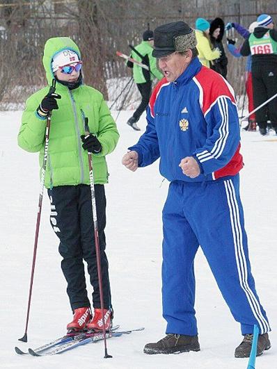 Тренер рядом с Ириной Сбитневой, курсантом университета МВД