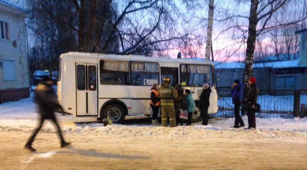 В Вичуге пассажирский автобус врезался в дерево, потому что водитель потерял сознание